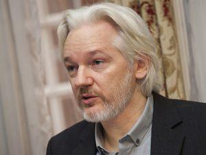 Ecuadors nye præsident kritiserer Assange